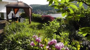 Ein Garten an der Unterkunft Hotel Kurhaus Uhlenberg