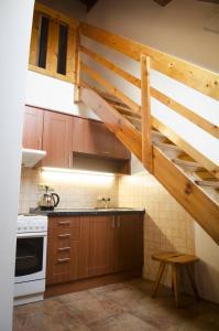 Кухня или мини-кухня в Villa Betty