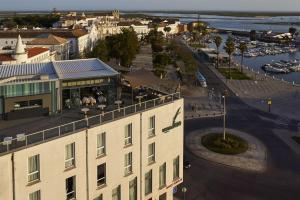 Uma vista aérea de Hotel Faro & Beach Club