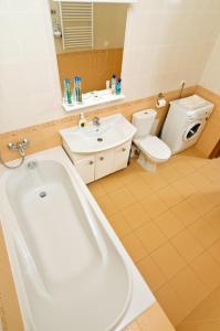 Ванна кімната в Botanic Apartments Krasnoarmeyskaya