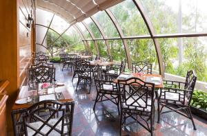 プルマン コンケーン ラジャ オーキッドにあるレストランまたは飲食店