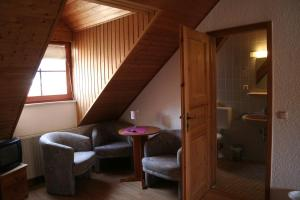 Ein Sitzbereich in der Unterkunft Landgasthof Hotel Rebe Alzey