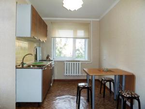 Кухня или мини-кухня в Apartment Ordzhonikidze
