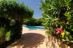 The swimming pool at or near Villa Do Monte