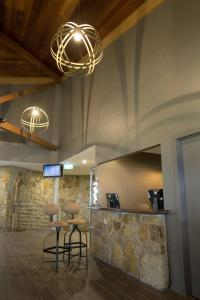 The lobby or reception area at The Sebel Pinnacle Valley