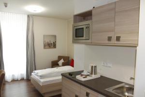 Een keuken of kitchenette bij Prime 20 Serviced Apartments