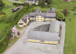 Et luftfoto af Hotel Kirkedal