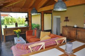 A seating area at B&B La Cerisaie
