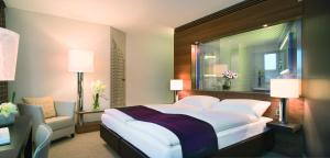 A bed or beds in a room at Mövenpick Hotel Hamburg
