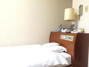 Sky Heart Hotel Kawasaki房間的床