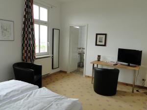Телевизор и/или развлекательный центр в Pension Villa am Burgberg