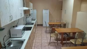 Кухня или мини-кухня в Гостиница Молодёжная