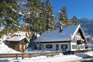 Apartment Villa Asih during the winter