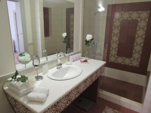 A bathroom at Kerameion