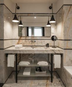 Een badkamer bij Descobertas Boutique Hotel Porto