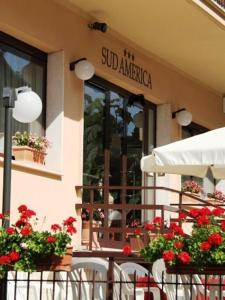 A restaurant or other place to eat at Hotel Sud America-anche con BONUS VACANZE