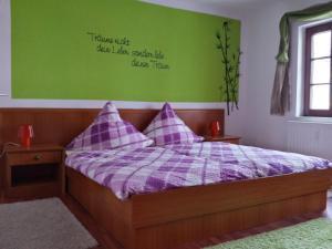 Ein Bett oder Betten in einem Zimmer der Unterkunft 4 JahresZeiten