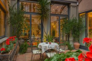 A restaurant or other place to eat at Rivoli Boutique Hotel