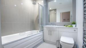 A bathroom at Andora Apartments