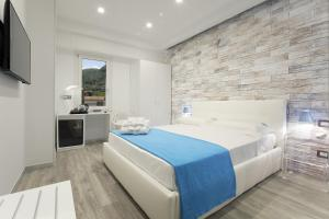 A bed or beds in a room at Vhome