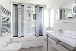 A bathroom at Vhome