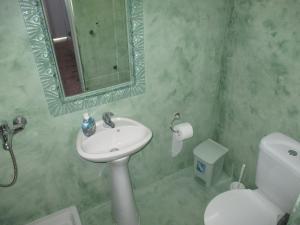 Ένα μπάνιο στο Skyros Junior Studios