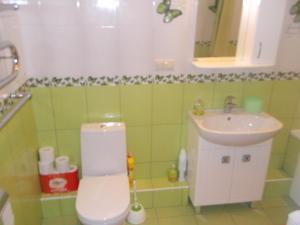 A bathroom at Apartments on Ostrovskogo 20A