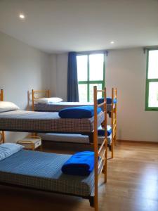 A bunk bed or bunk beds in a room at Albergue El Floran