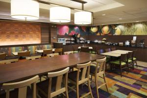 A restaurant or other place to eat at Fairfield Inn & Suites Chicago Midway Airport