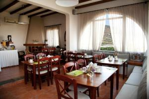 A restaurant or other place to eat at Summer Time - Tinos Apartments