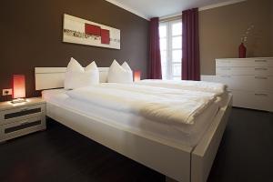 Ein Bett oder Betten in einem Zimmer der Unterkunft Residenz am Balmer See - FeWo 53