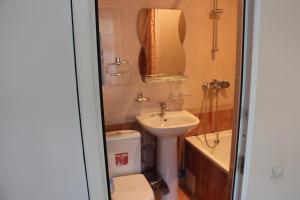 Hotel Aquamarineにあるバスルーム