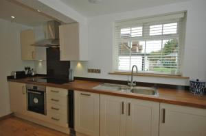 A kitchen or kitchenette at Cowslip