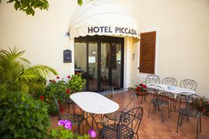 A restaurant or other place to eat at Hotel Piccada