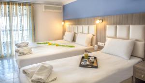 Ein Bett oder Betten in einem Zimmer der Unterkunft Hotel Jason