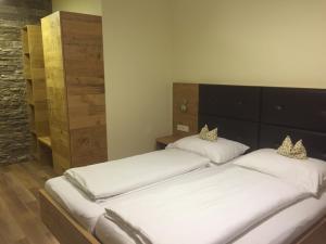 Ein Bett oder Betten in einem Zimmer der Unterkunft Schnepfenhof