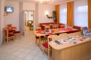 Ein Restaurant oder anderes Speiselokal in der Unterkunft Pension Elisabeth