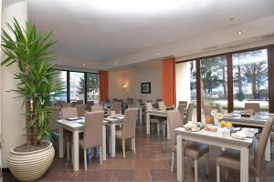 A restaurant or other place to eat at Al Ponte Garnì