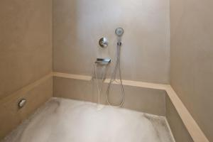 A bathroom at Costa d'Oiro Ambiance Village
