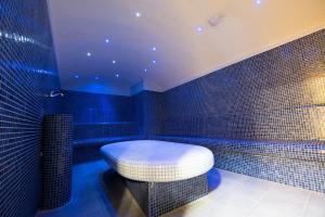 حمام في فندق أوروبا