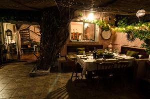 A restaurant or other place to eat at B&B Olbia