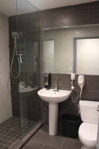 Um banheiro em Jazz on Columbus Circle Hostel