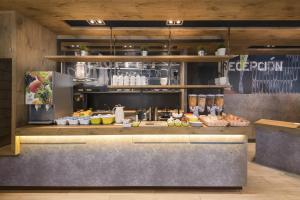 A restaurant or other place to eat at Ibis Budget Bilbao Barakaldo