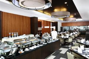 A restaurant or other place to eat at Kantary Hotel Ayutthaya