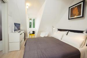 A bed or beds in a room at Grgur Ninski Rooms