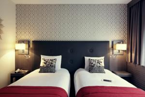 A bed or beds in a room at Mercure Orange Centre A7/A9