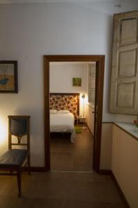A bed or beds in a room at La Trapería Hostal - Pensión con encanto