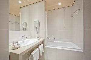 A bathroom at Hotel Central
