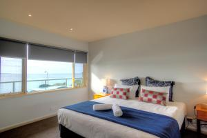 A bed or beds in a room at Pierview Apartments