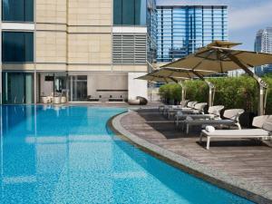 Het zwembad bij of vlak bij EAST Hong Kong